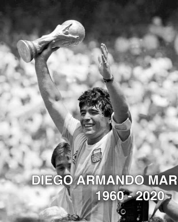 MaradonaPodFullSize